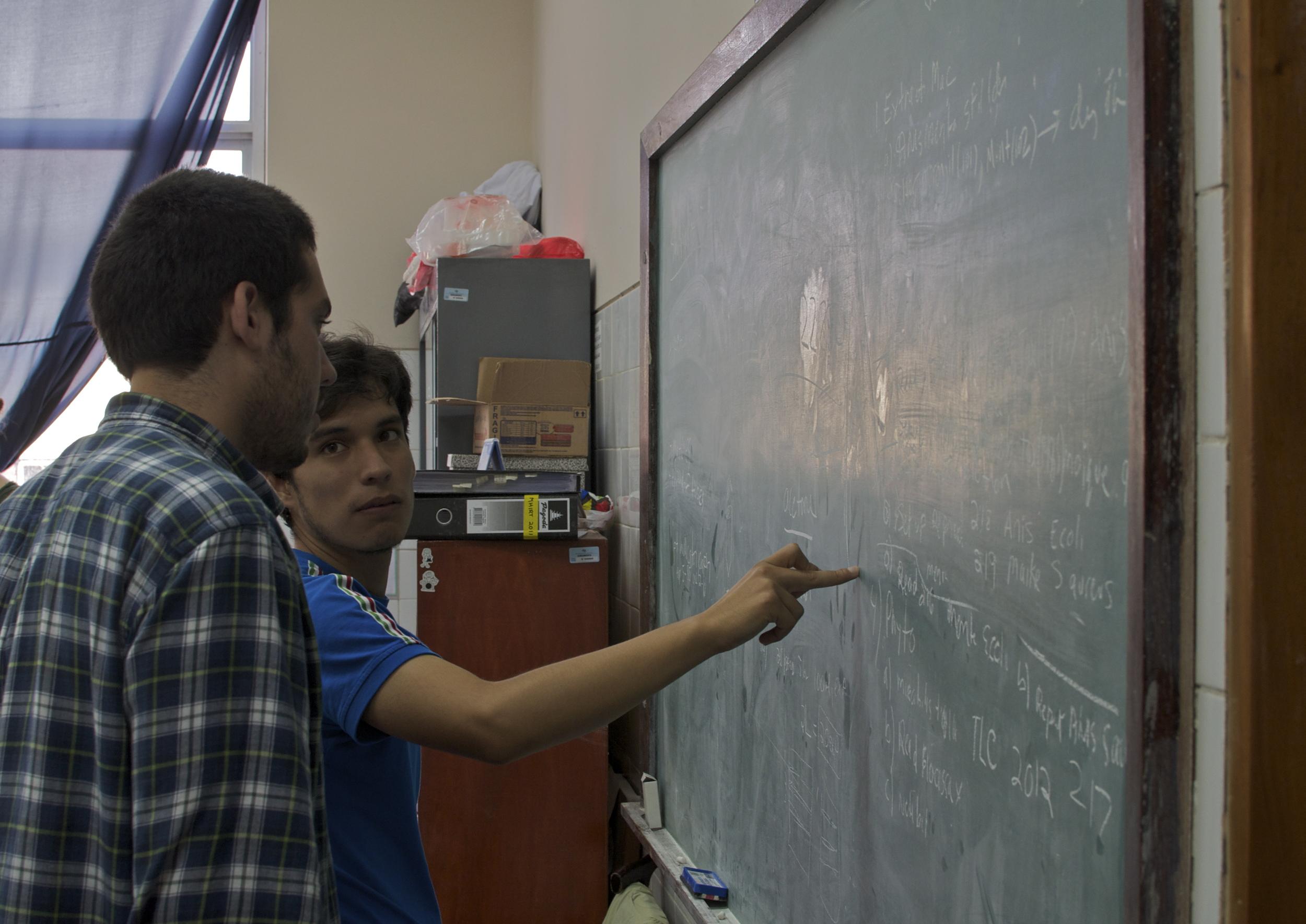 June 2014 - Alejandro Irtube aids MHIRT student Abelardo Arellano theUNT lab.