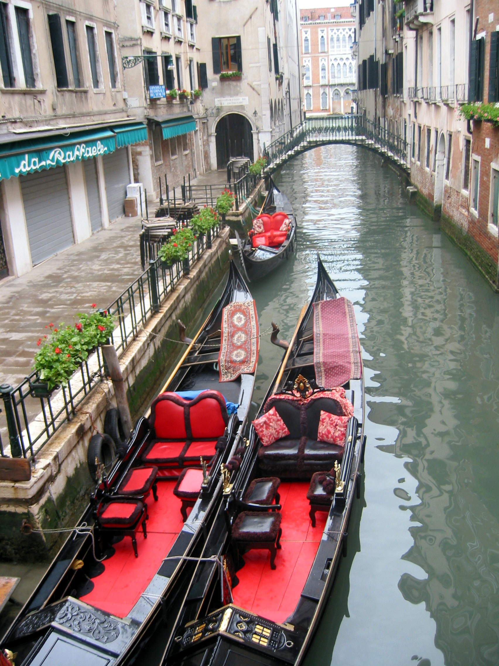 Red Gondolas.JPG