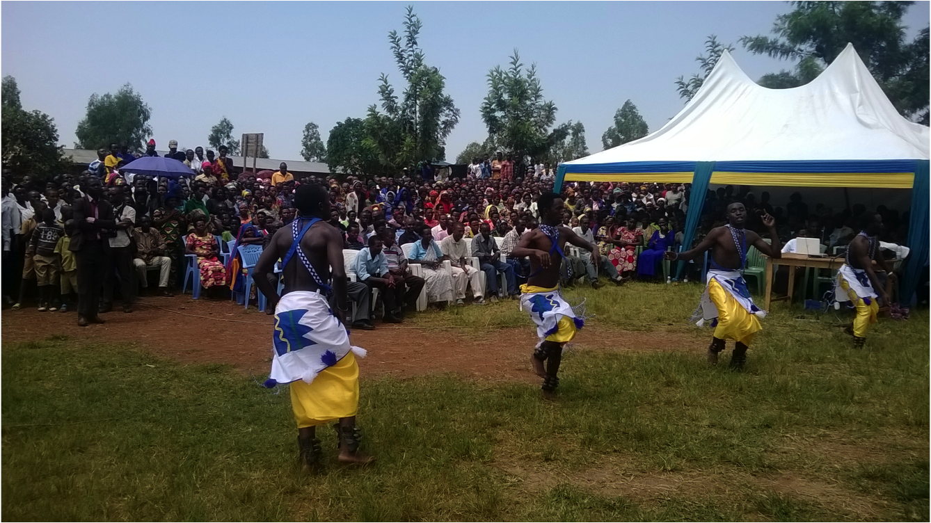 The Duha cultural troupe entertains the crowdd(1).png