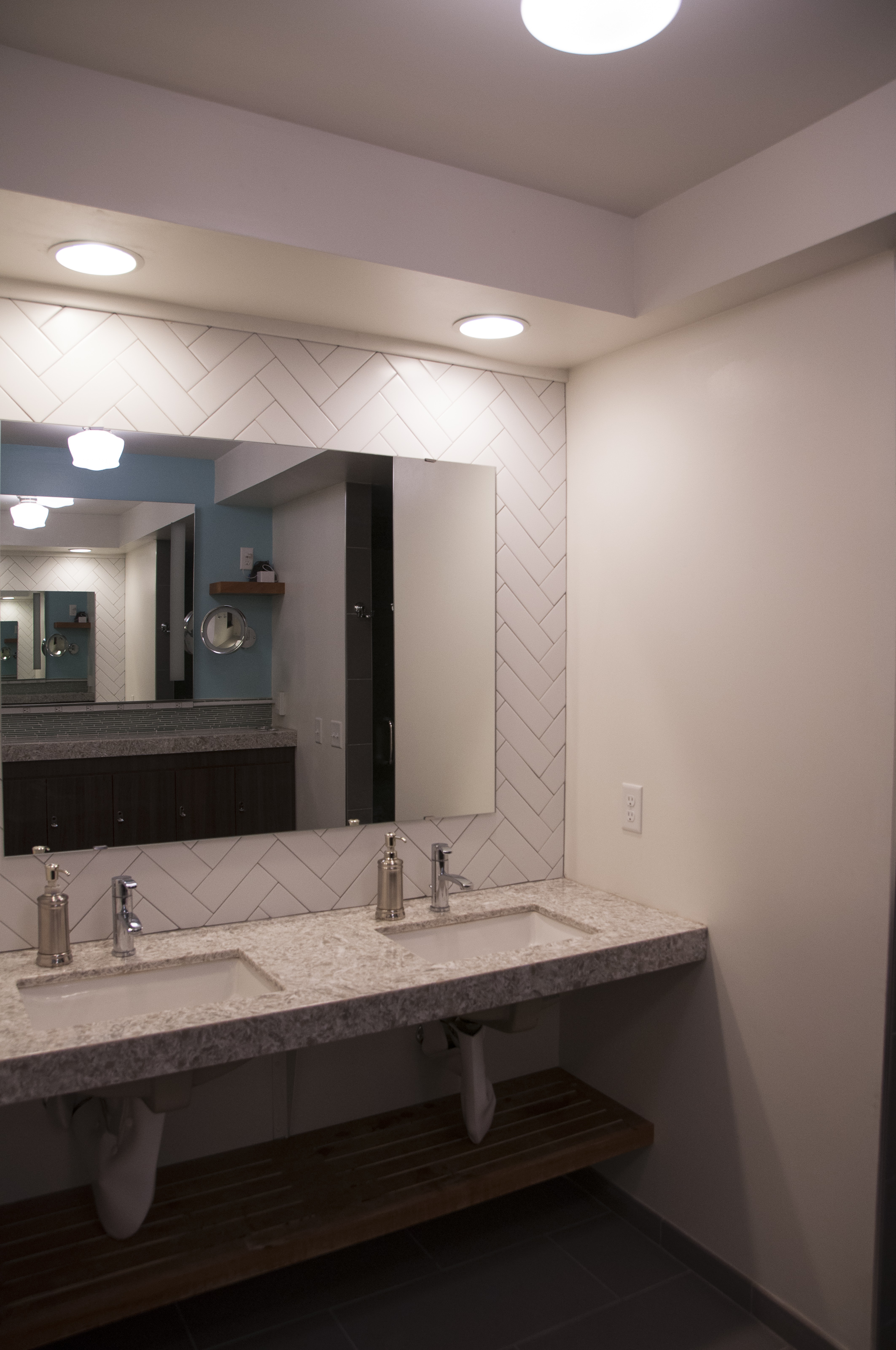 Interiors_AlphaPhi_Bathroom-16.jpg