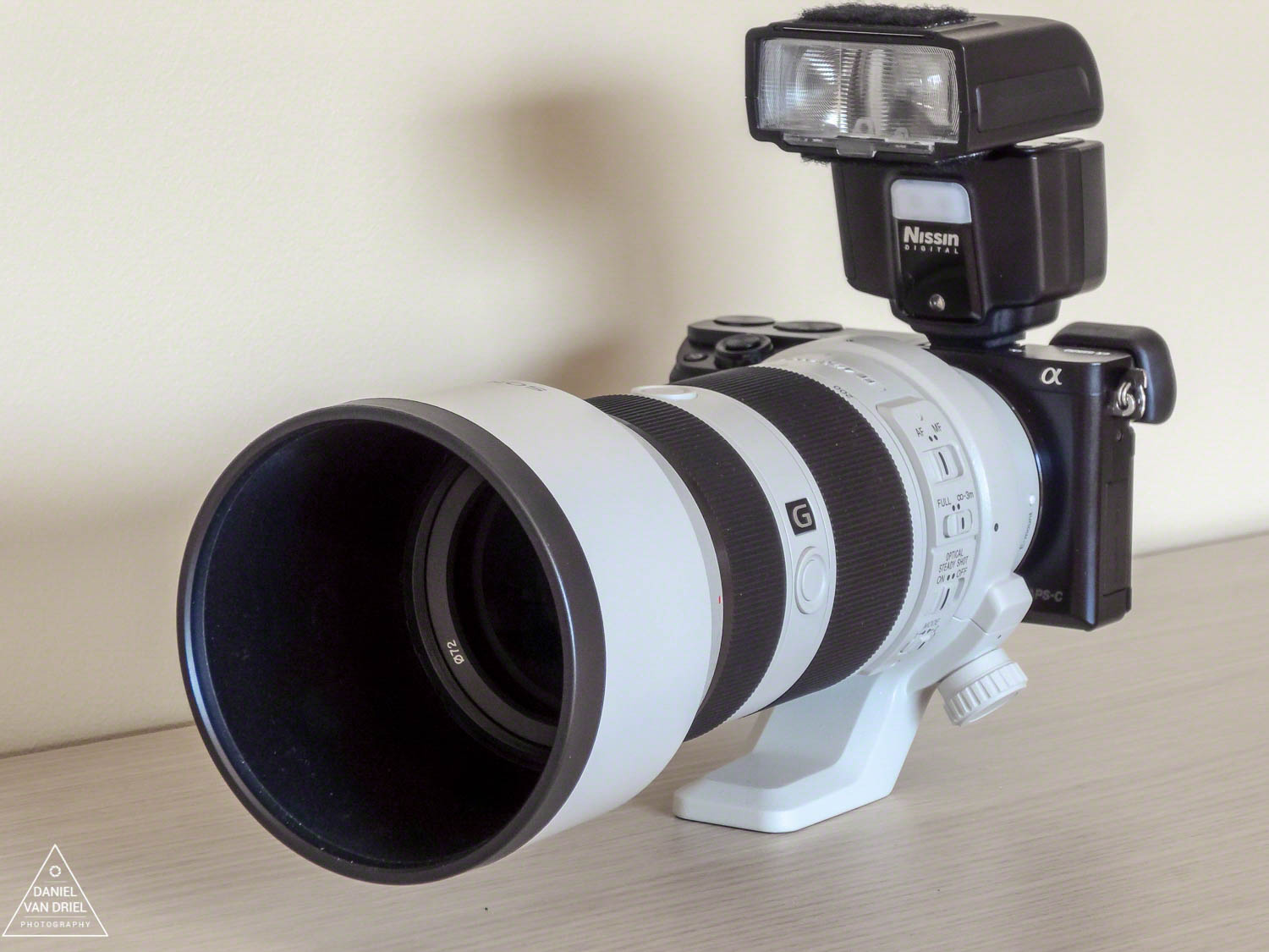 Sony a6000 with Sony FE 70-200 F4 G OSS Lens and Nissin i40 Flash