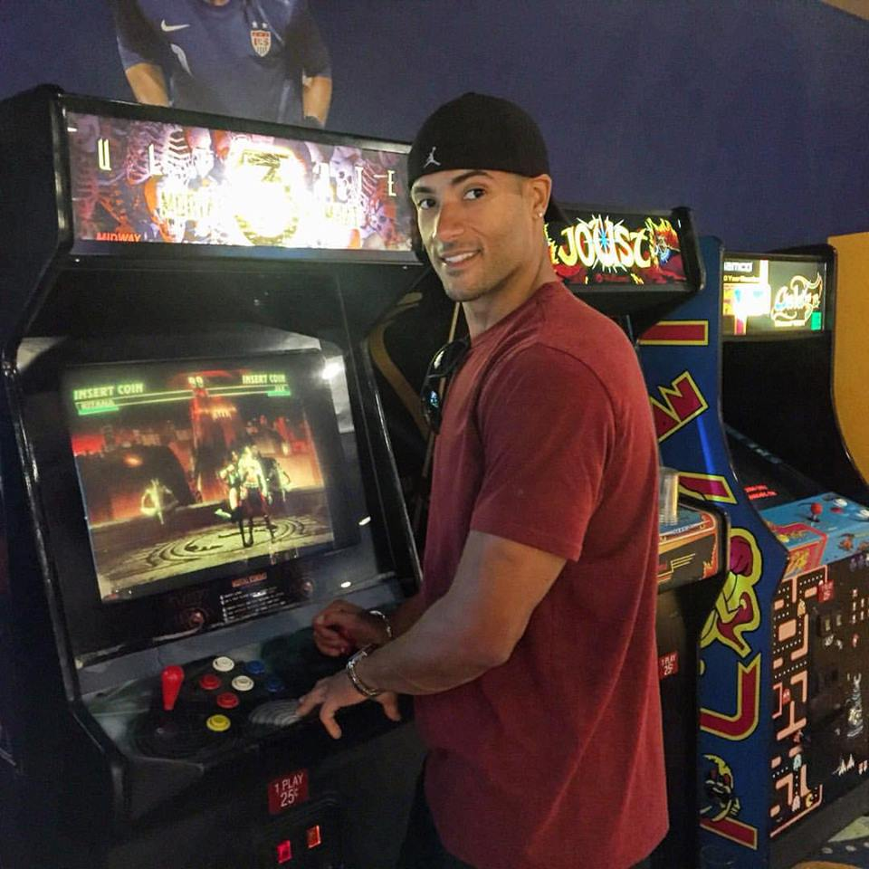 ted play mortal kombat at the arcade on and teds excellent gamecast.jpg