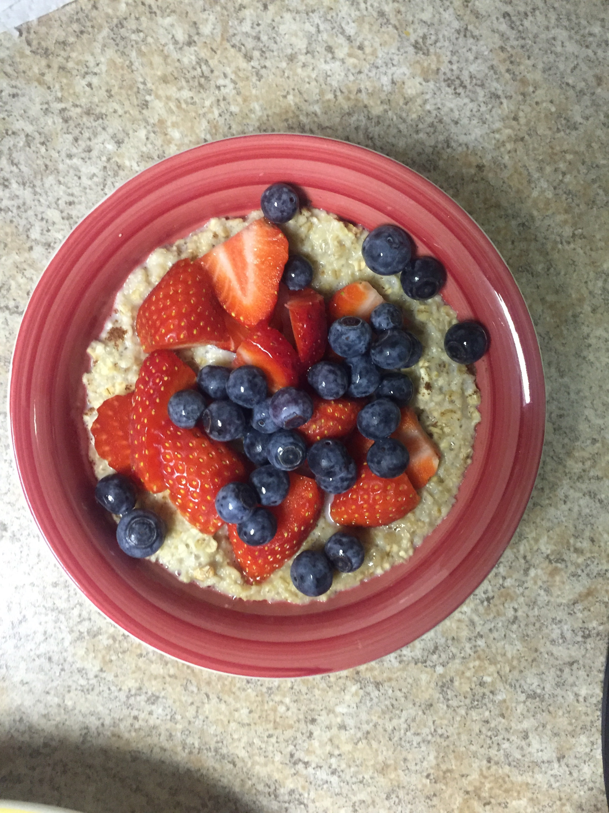 Oatmeal is also part of the morning breakfast regimen. Thanks to the fruit, I don't miss the sugar.
