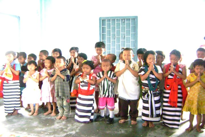 children_praying.jpg