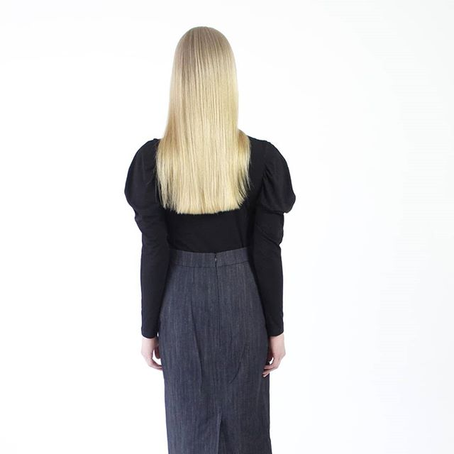 Puffed sleeves that need no ironing - Sonya jersey shirt pictured with denim pencil skirt. 📷 photo by @idasinisalo  #finnishdesing #madeinfinland #jaanahaaksiluoto #independentdesigner #minimalistic #finnishfashion #puffedsleeves