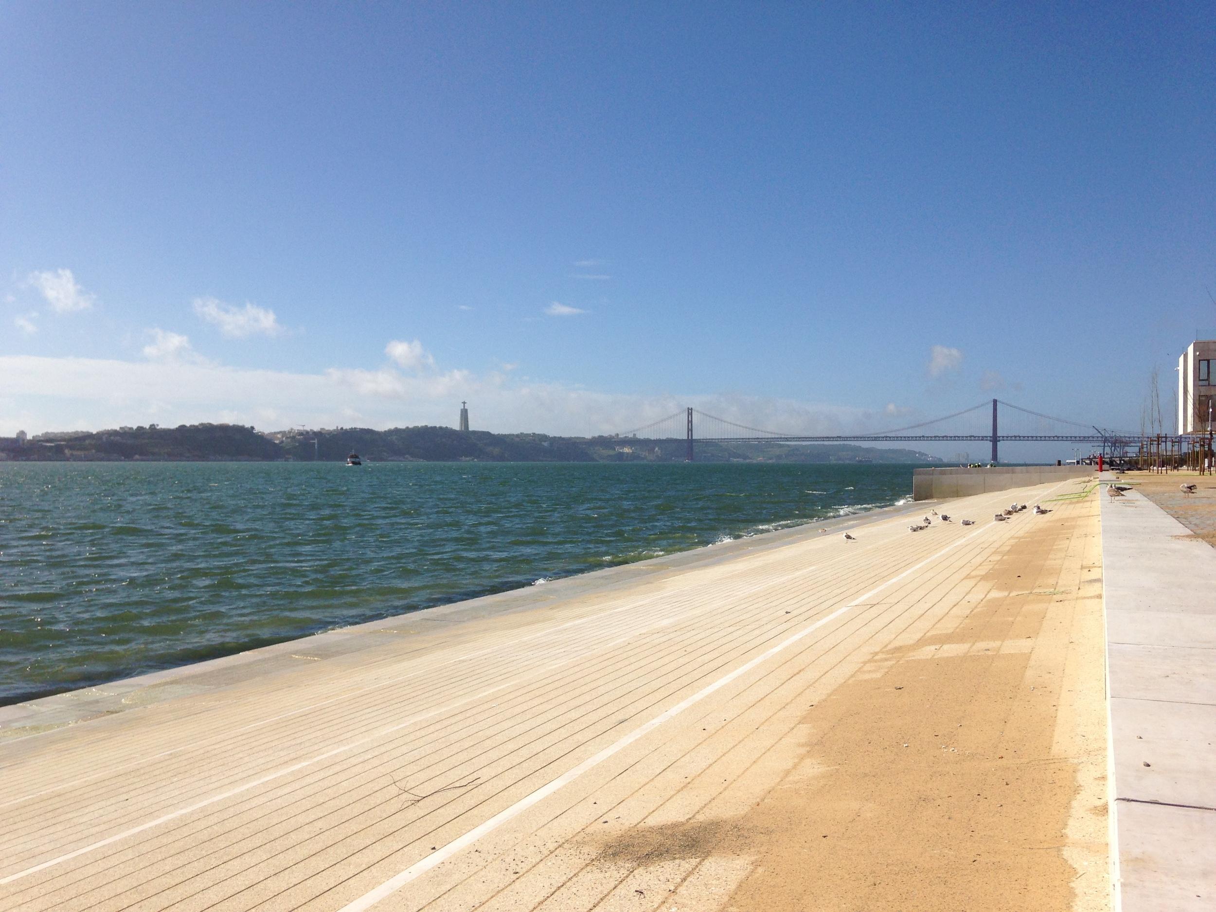 De brede monding van de rivier de Taag, Lissabon
