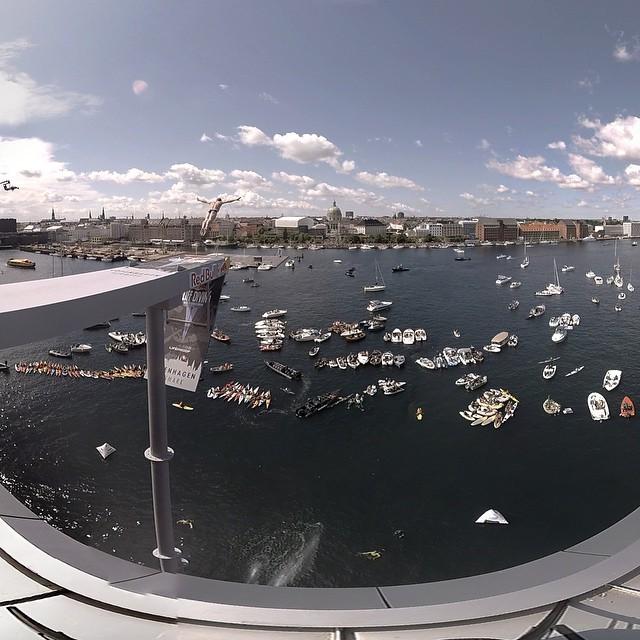 Red Bull cliff diving in 360 degree video @janusheiberg @don__dan #vrvideo #virtualrealityvideo #redbullcliffdive