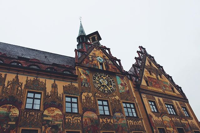 The Ulmer Rathaus (City Hall) has always had a massive, astrological clock. It tells time, month, and sign of the zodiac. But legend has it that the town added a conventional clock above it because citizens didn't know how to read the astrological one. 🤣