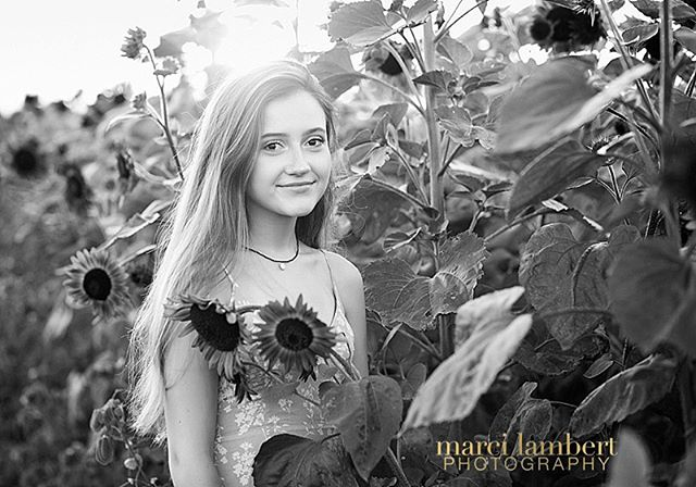 It's too late to visit the sunflower fields but it is not too late to have a #classof2020 senior session! Let's plan an amazing session for your graduate-to-be, with hair & makeup and multiple outfits. Book a consult in my bio! . . . #portrait #womenempowerment #confidence #prettydresses  #inspiration #marcilambertphoto #fallinlovewithyourself #truebeauty #marcilambert #youaregorgeous #existinphotos #memphisphotography #theportraitmasters #memphisphotographer #youareloved #choose901 #amazingwomen #womensupportwomen #luxe #legacy #transformation #iseeyou