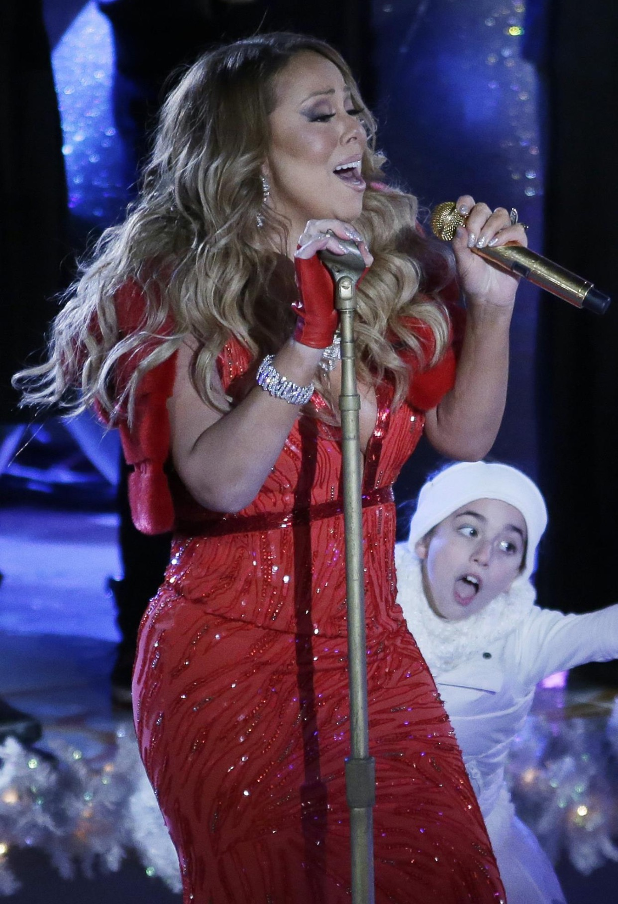 G playing peek-a-boo with Mariah 2014.png