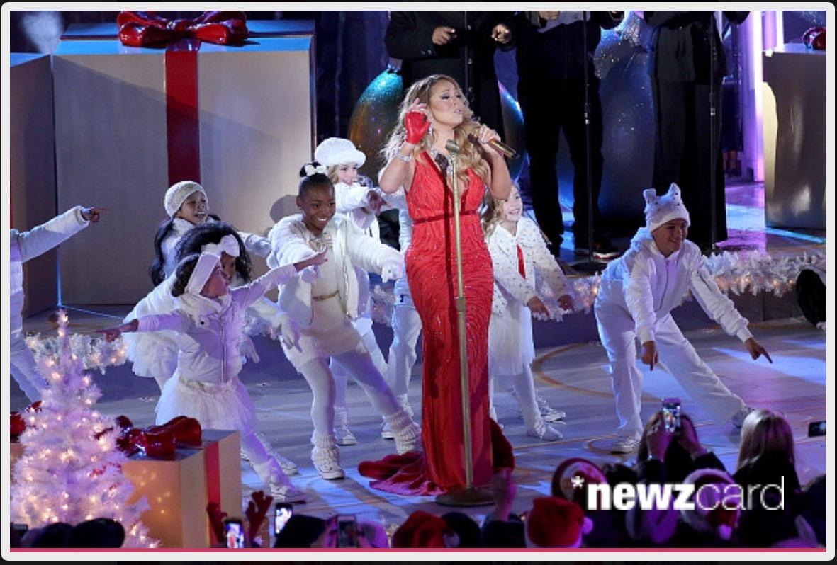 G pointing at Mariah at the end 2014.png