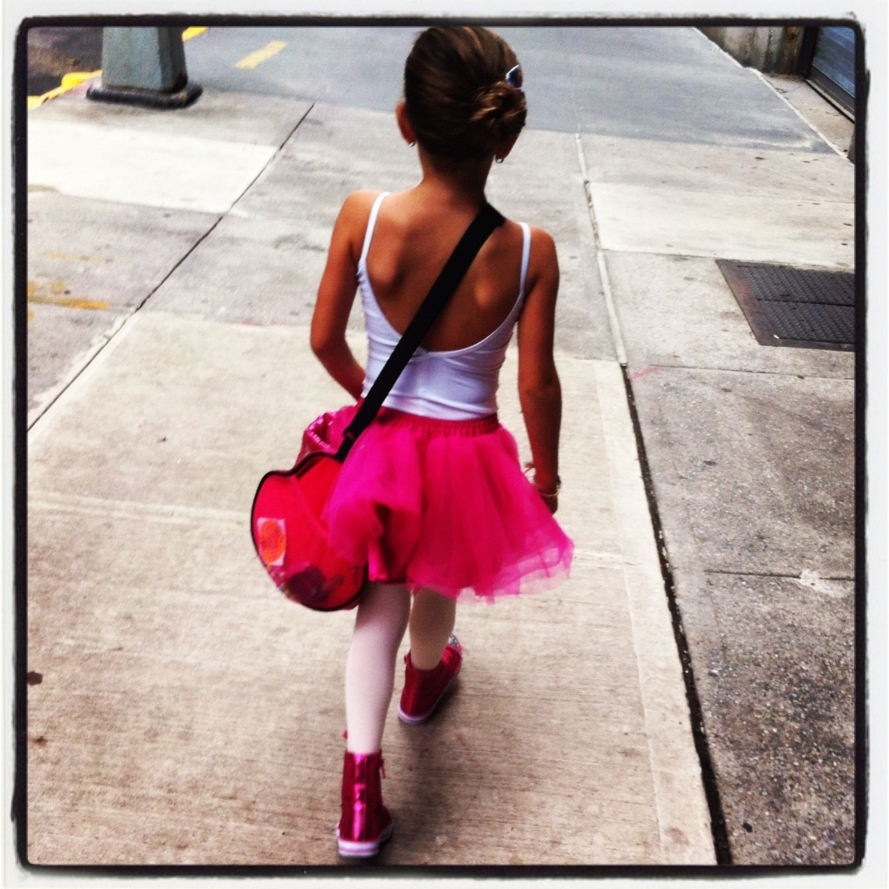 Gia walkiing to ballet in NYC 2012.jpg