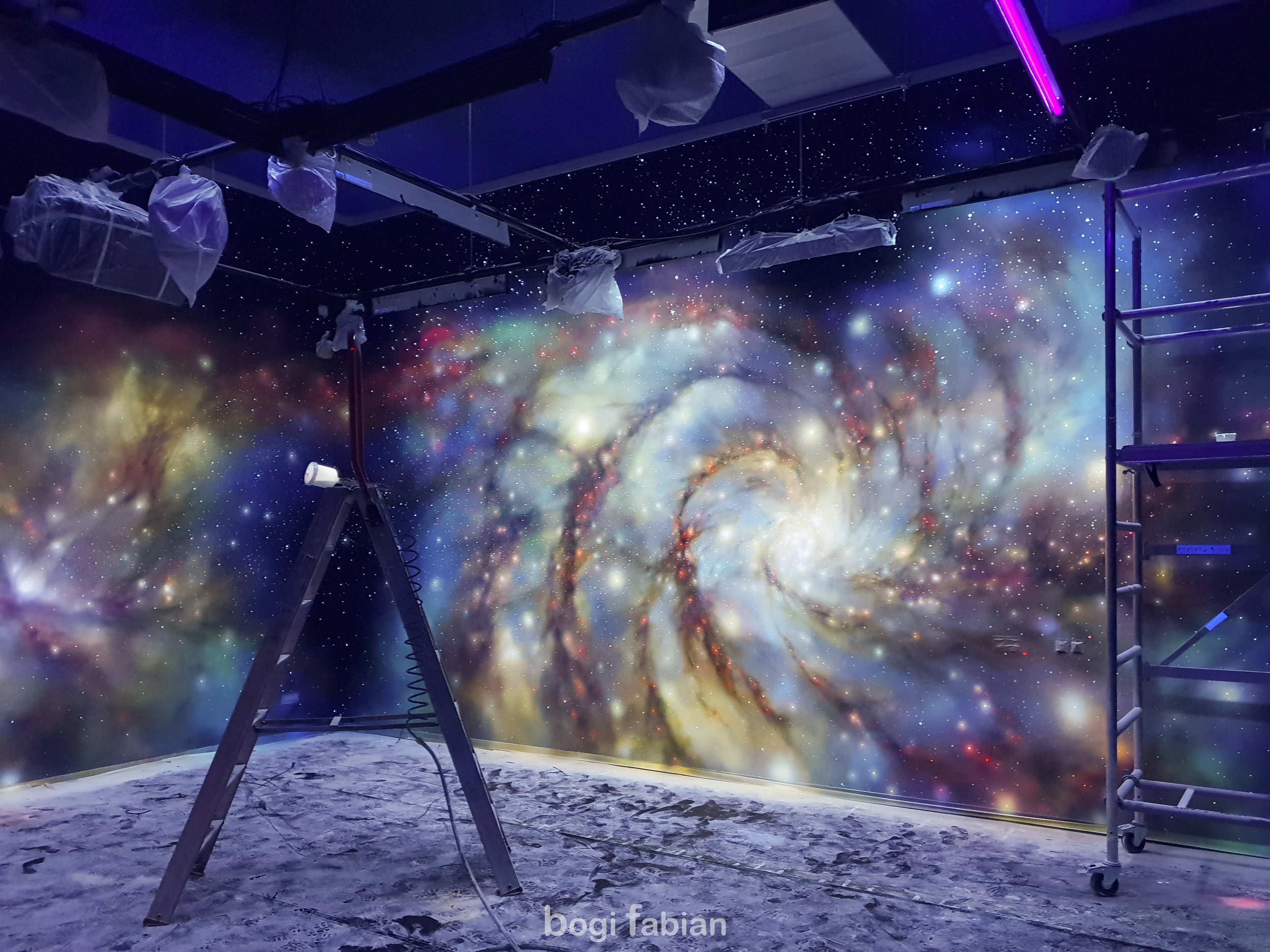 Bogi Fabian Glowing mural Ultraviolet Blacklight Art Universum Galaxy interior design Glowinthedark