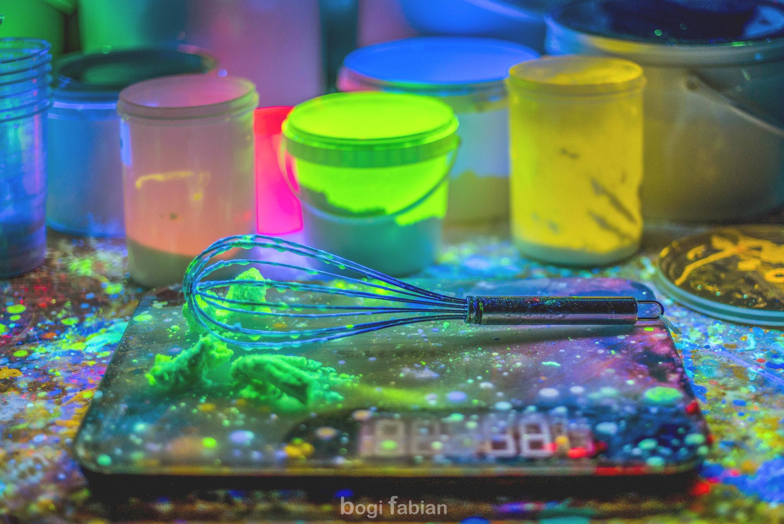 Bogi Fabian Pottery wheel Tomi Bojnec How to have fun on the potter's wheel ft. Ultraviolet Light  blacklight fluorescent magic