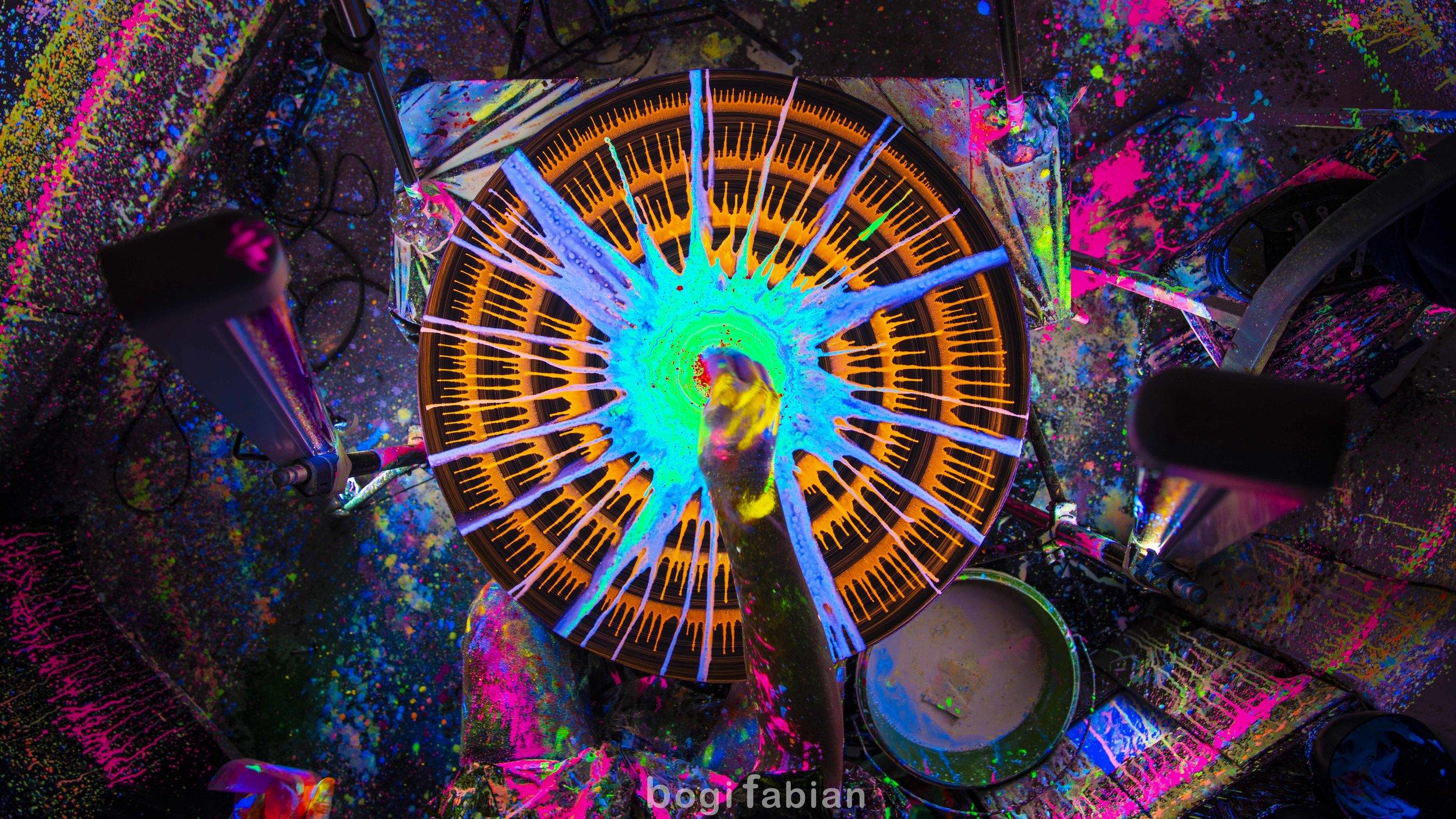 002 Bogi Fabian Hypnotising potter's wheel Fun under Ultraviolet Light  .jpg