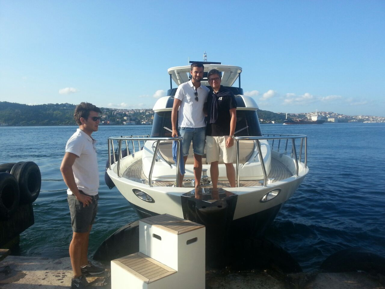 Sailing the Bosphorus by privat Luxury Yacht