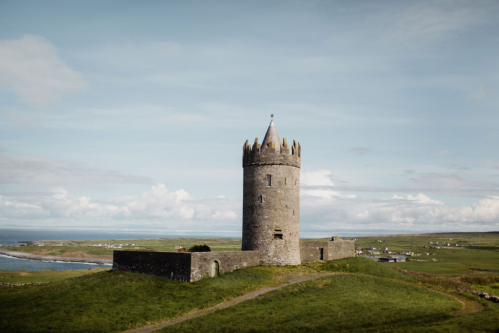 ireland desjardins studio rachel desjardins travel photography all rights reserved hostel dublin minnesota photographer lizcannor doolin liffs of moher abandoned castle doolin castle