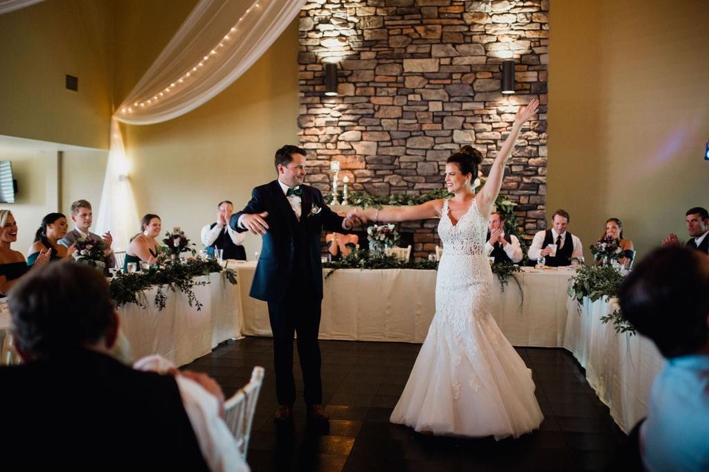 51__photographer_dellwood_wedding_minnesota_dance.jpg