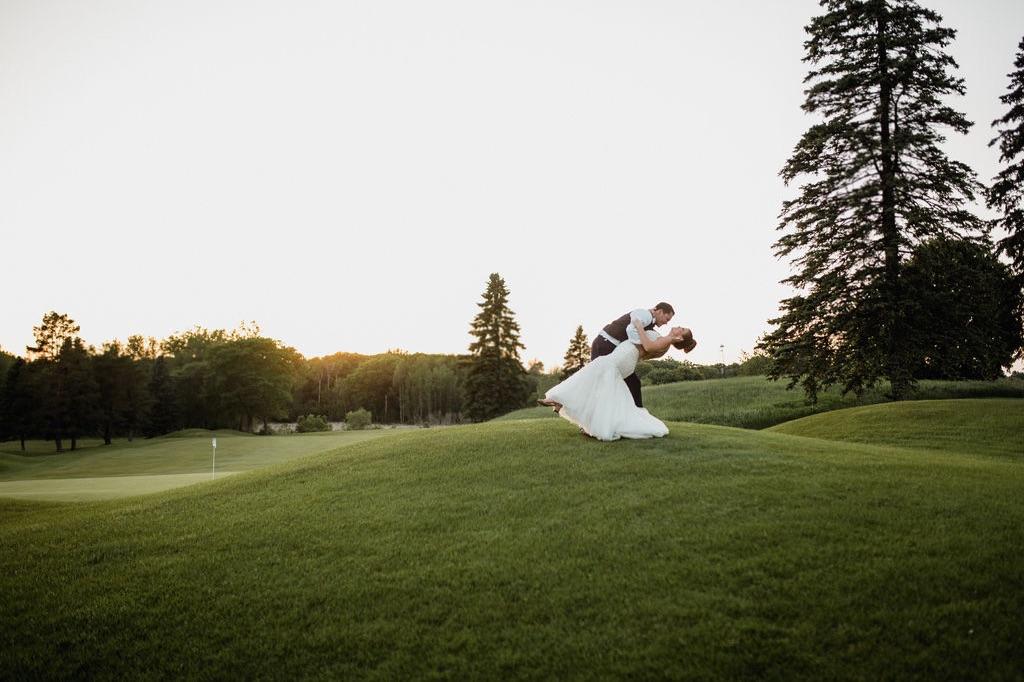 63_golden-hour_photographer_dellwood_wedding_minnesota_green.jpg