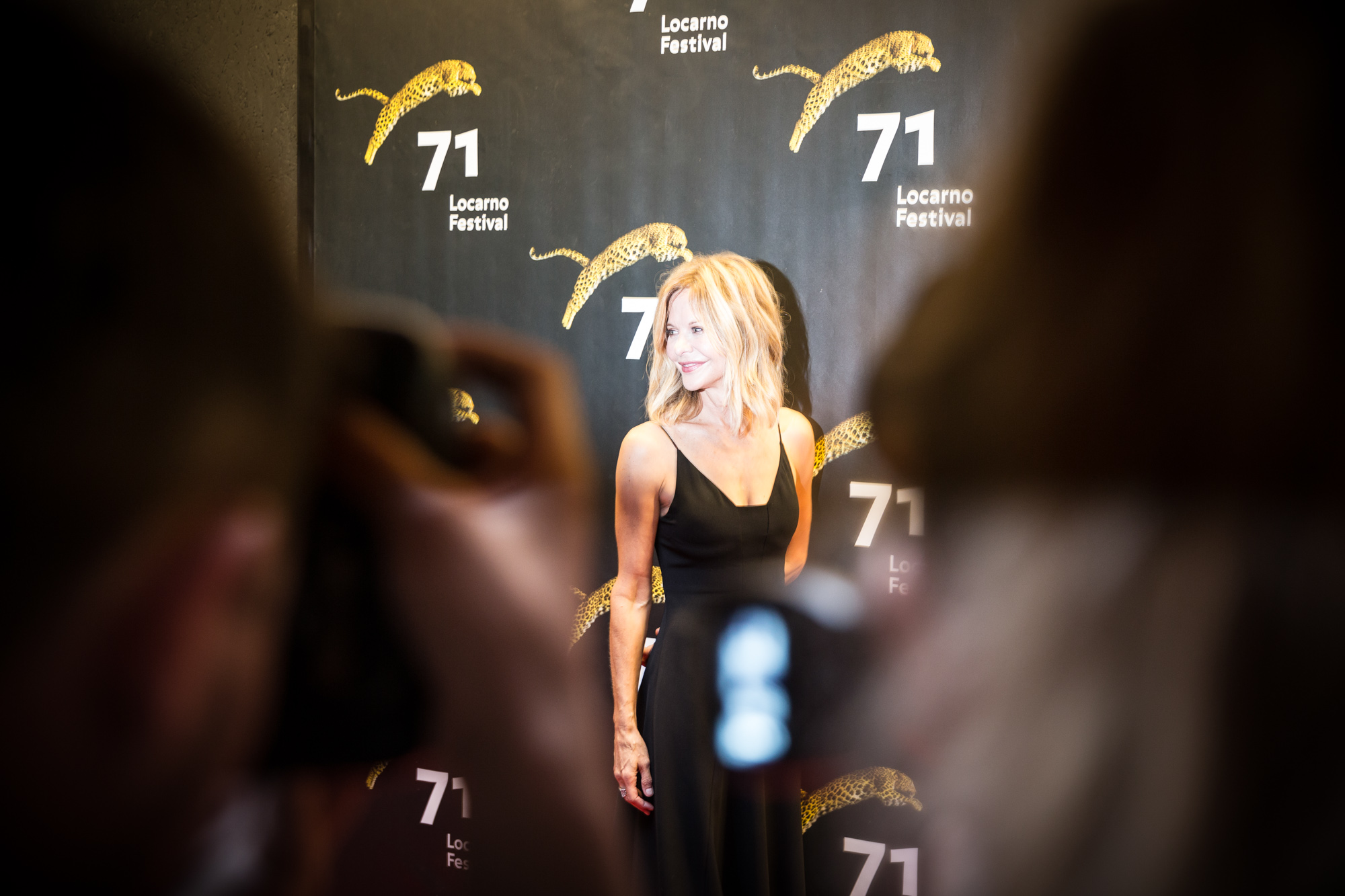 L'actrice américaine Meg Ryan, sous les flashs du Red Carpet, peu avant la cérémonie de remise du Leopard Club Award.