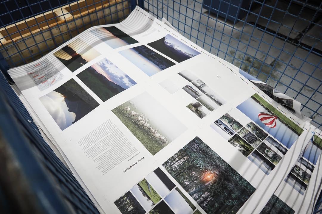 Production du livre sur la frontière linguistique dans le canton de Fribourg en Suisse, du Vully à la Wandflue, par le photographe Pierre-Yves Massot.
