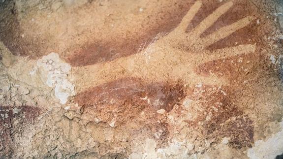 M 7 cave paintings.jpg