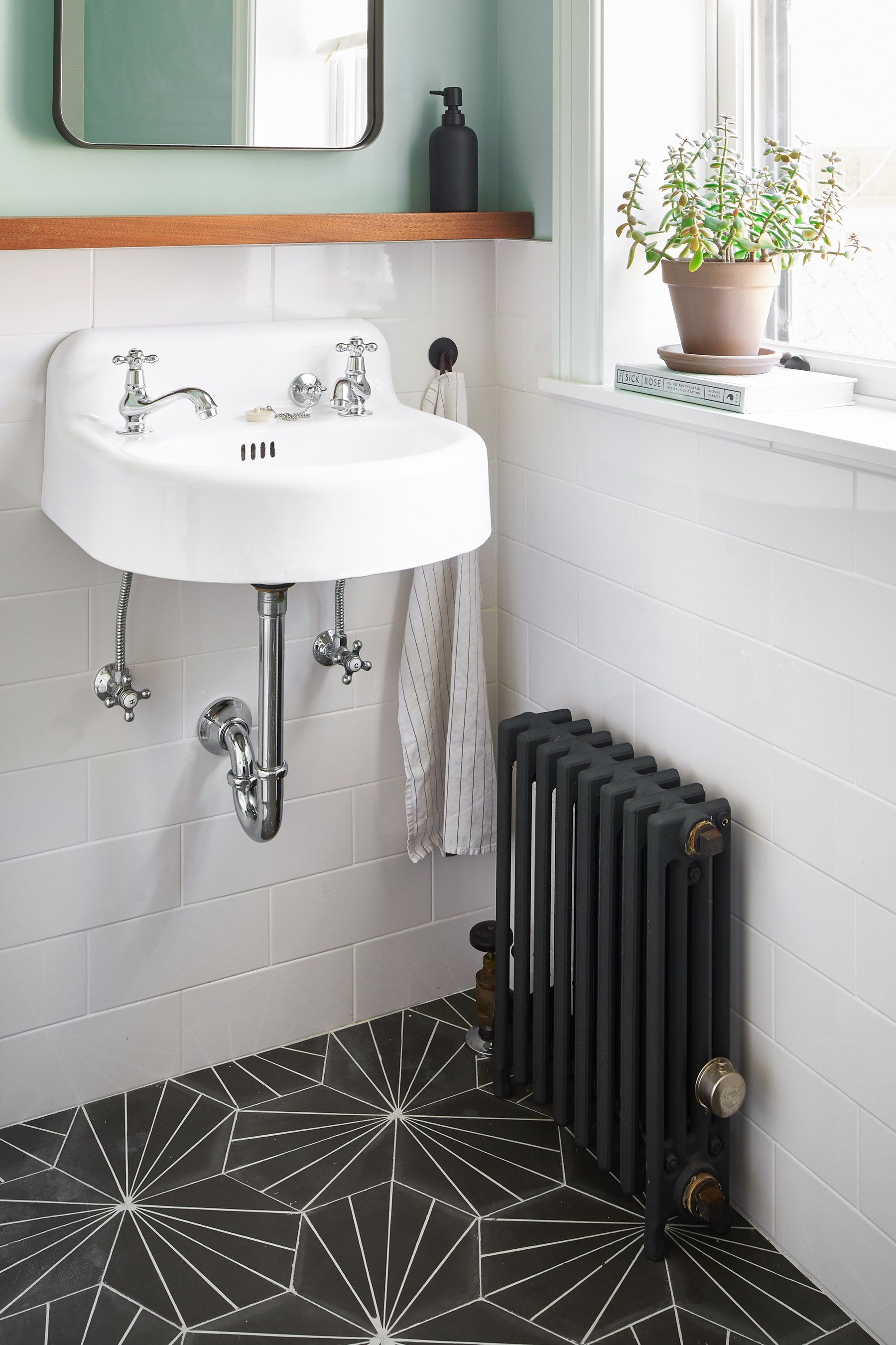 104-prospect-manor-bath-sink-radiator-detail.jpg