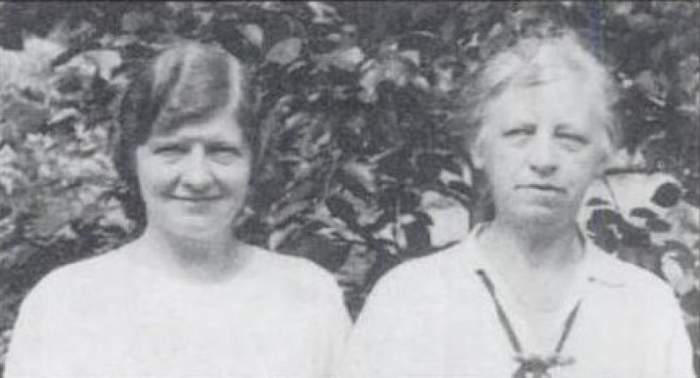 Johanna Sørensen (t.v.) og Johanna Schubarth på bahá'í sommerskole i Esslingen, Tyskland i 1936