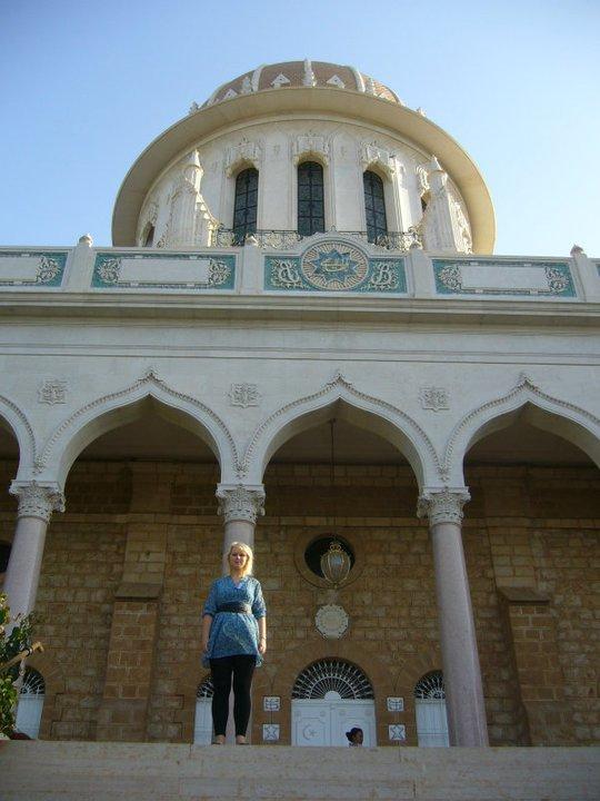 HAIFA: Guro foran gravmælene ved verdenssenteret i Israel. Foto: PRIVAT