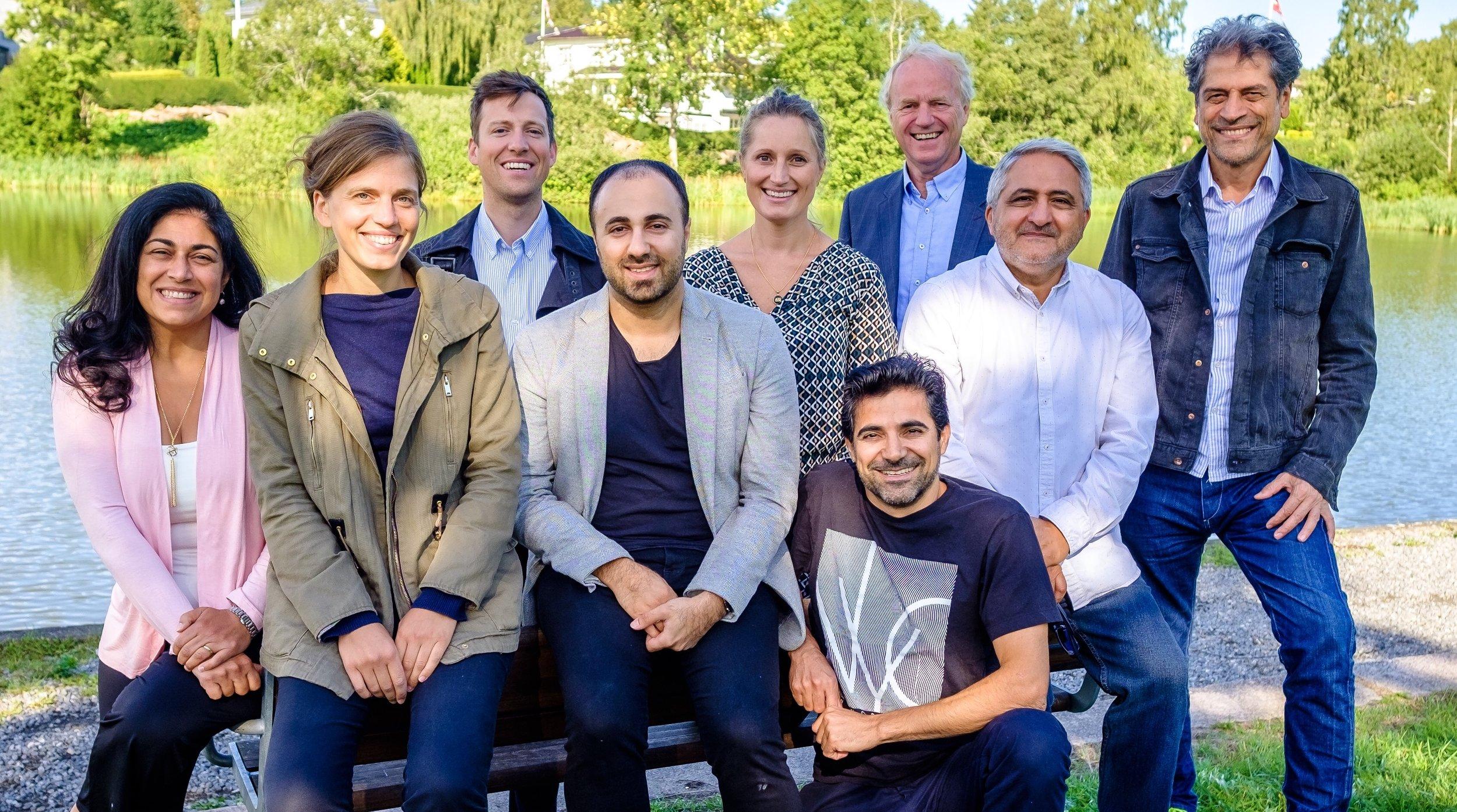 Nasjonalt Åndelig Råd for Bahá'íer i Norge består i 2019/20 av f.v.: Nazila Dabestani, Katlinn Clavier, Zack Livesay, Sasan Kamali, Lilli Martine Lerstad, Arsalan Moghen, Thor Henning Lerstad, Behnam Bahrami og Keyhan Ighanian.