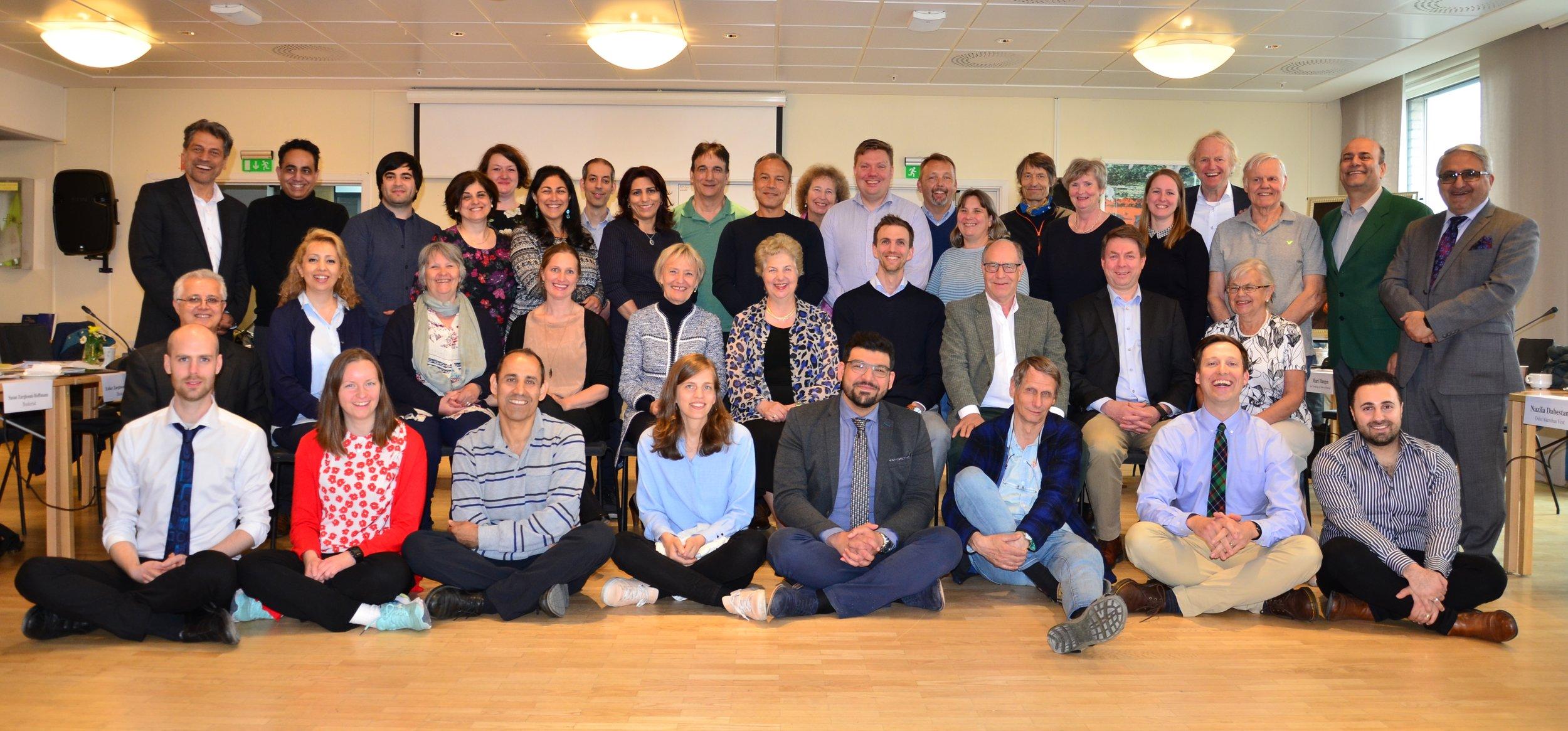 Delegater, medlemmer av Nasjonalt Åndelig Råd og representant for Kontinental Rådgivernemnd samlet ved det nasjonale årsmøtet 2019.