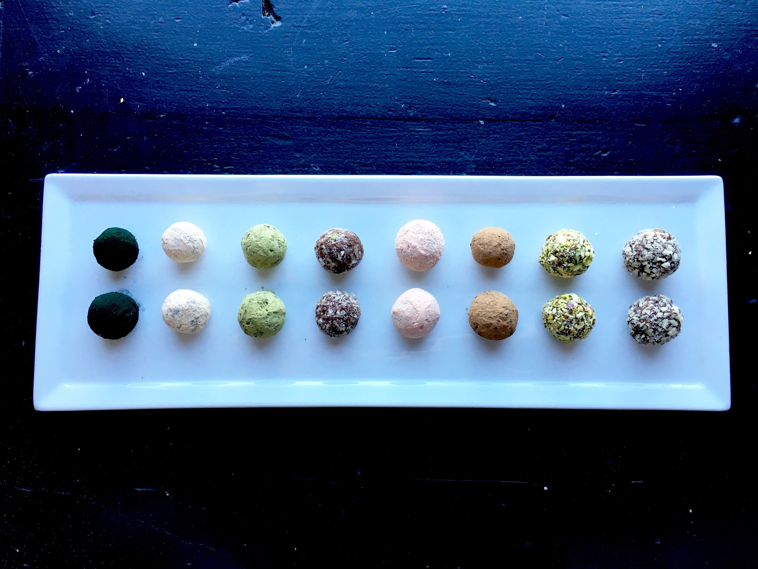 Truffles! (from left to right) // Spirulina /Lucuma / Matcha / Smoked salt / Pomegranate powder / Cacao / Pistachio / Smoked salt +hazelnut