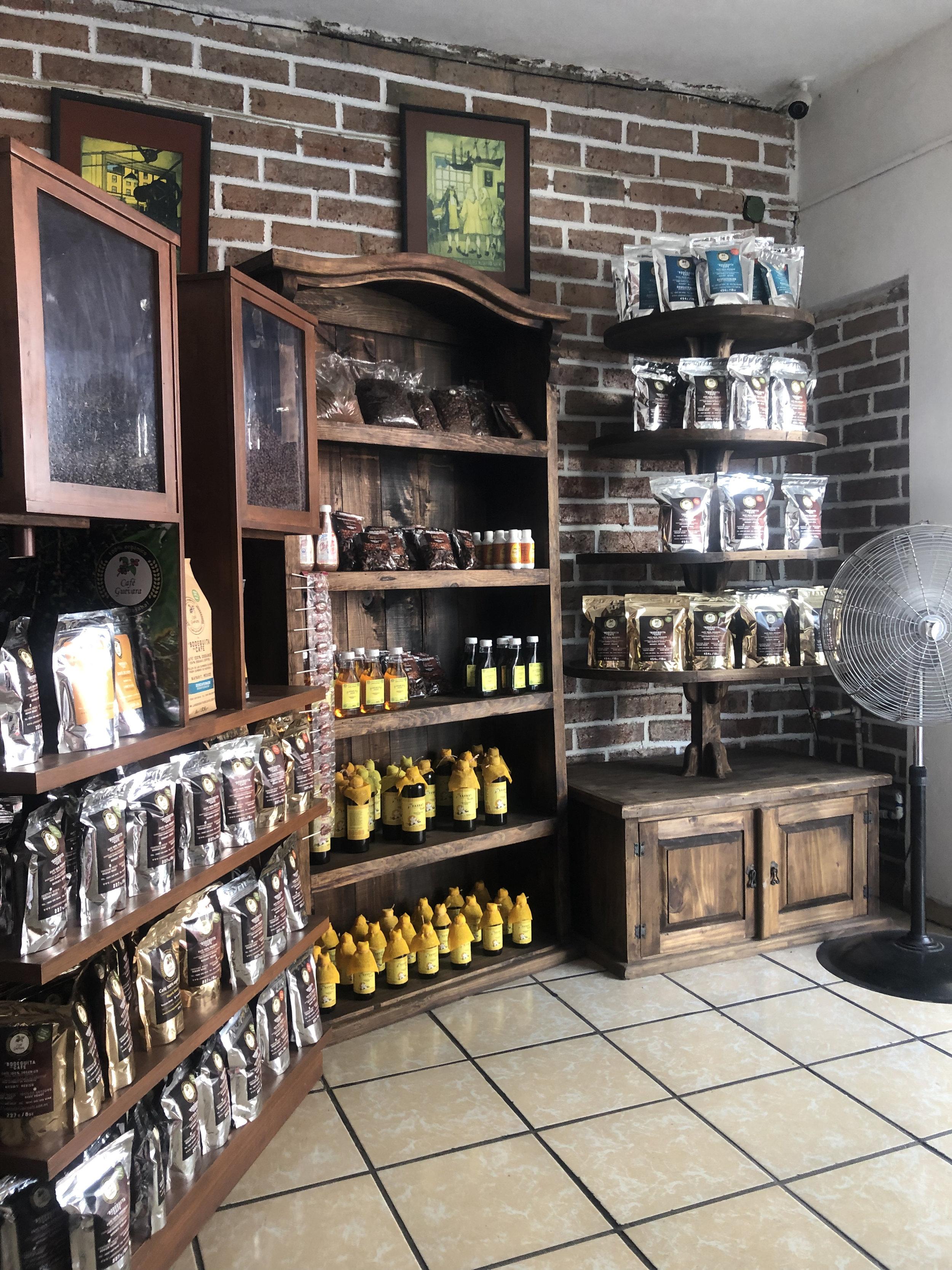 Photo: Interior La Bodeguita Del Cafe