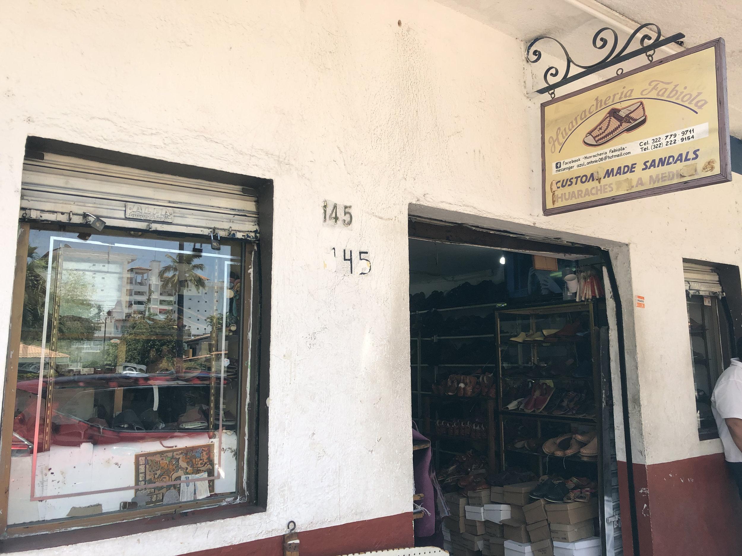 Photo: Exterior Huaracheria Fabiola