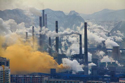 A steel factory in Benxi, China / Source: Wikimedia