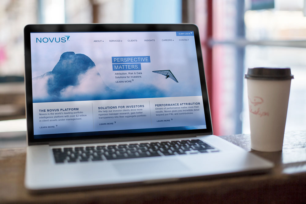 Novus-macbook_mock-up_cafe.jpg