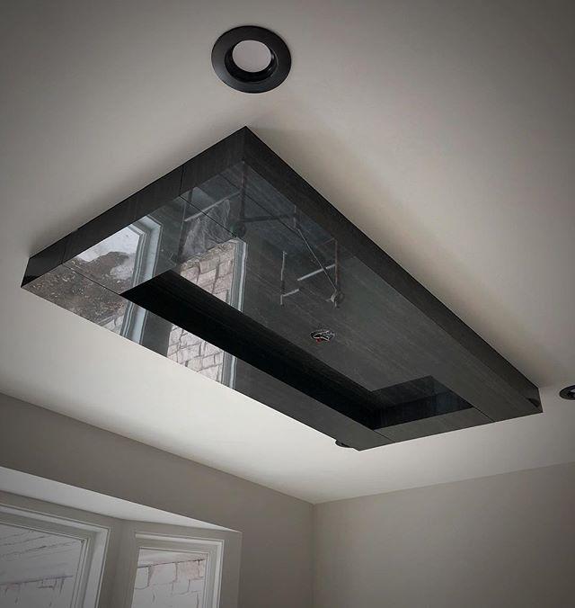 We like large format tile 🤷🏼♂️ These ceiling details are 🔥 #integrity_construction_inc #supersettile #drthinpanel #contractor #builder #remodeler #largeformattiles #ceiling #tileceiling #minnesotatileandstone #keepcraftalive #minnesota #twincities