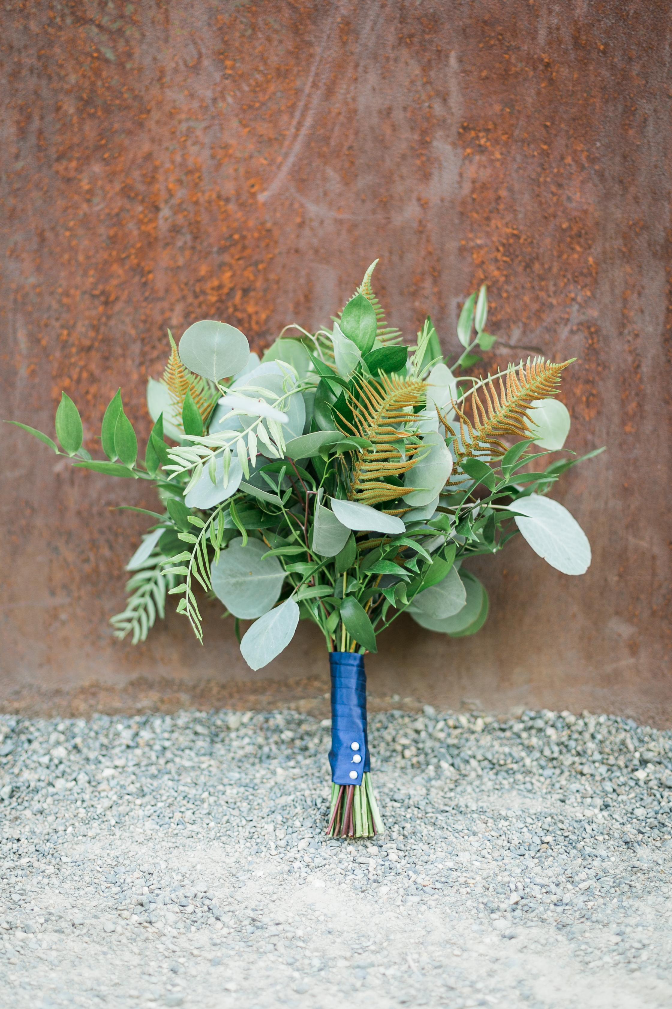 seattle-wedding-bridal-bouquet-greenery-modern