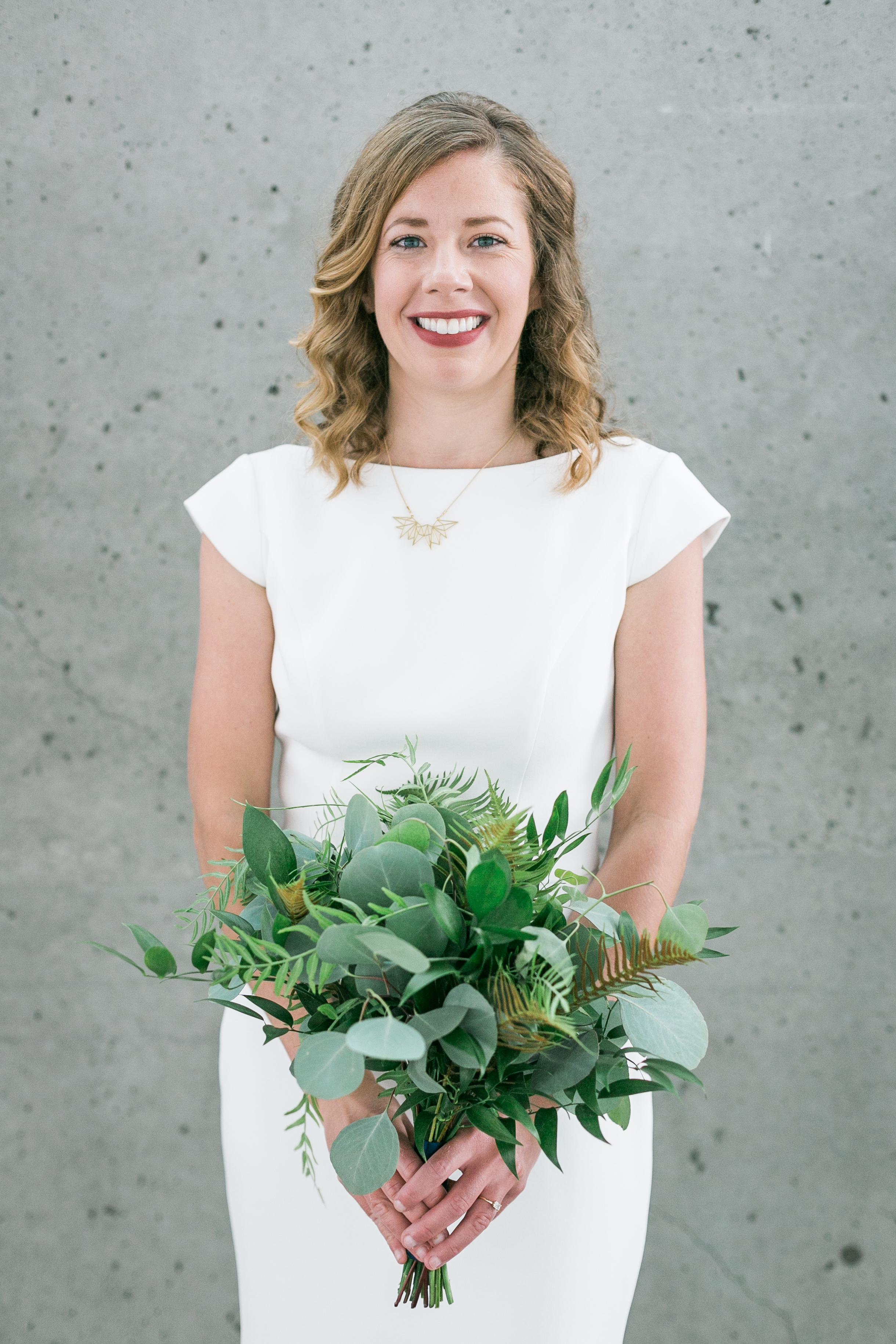 seattle-wedding-modern-bridal-bouquet-greenery-white