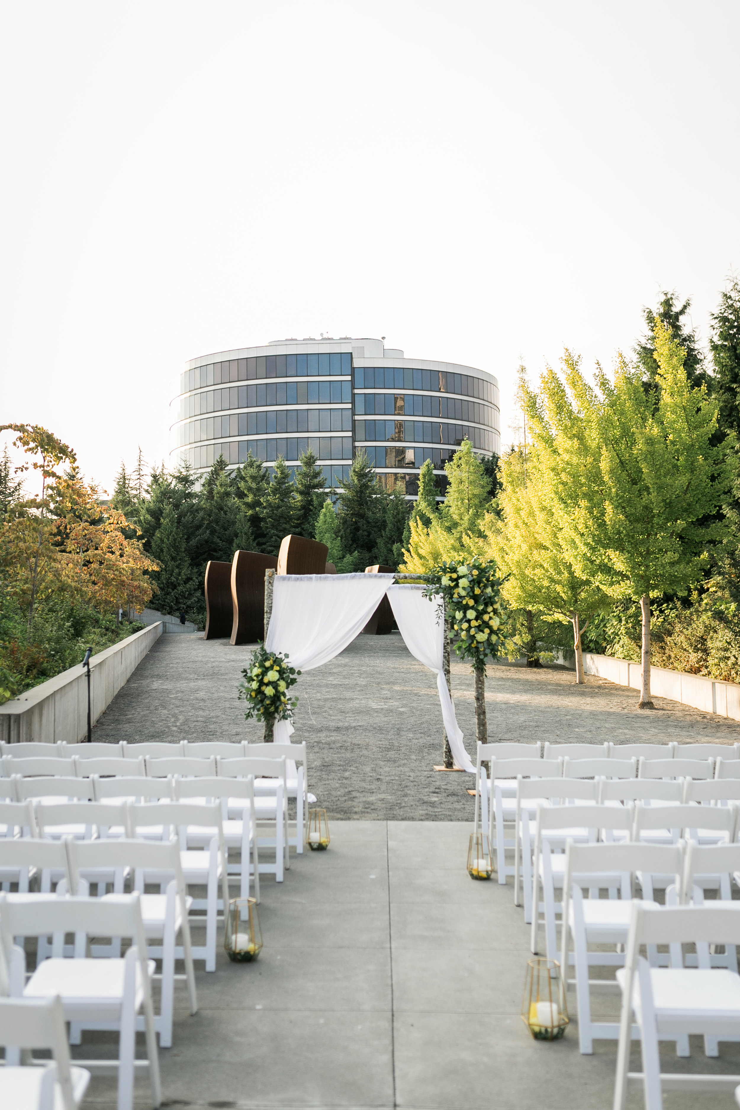 seattle-wedding-outdoors-northwest-olympic sculpture park-modern-yellow-greenery