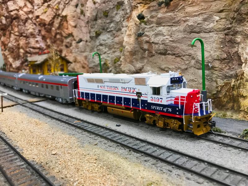 SP GT40T-2 Bicentennial locomotive. David Dodds, modeler.