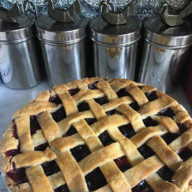 Had a great time baking this with with @sofiepichler. 🤩 We used the @cup4cup pie mix gifted to me by @ful.filled and made a #glutenfree mixed berry pie. Sof was in charge of almost all aspects including measuring, mixing, rolling, and her first time do latticework. I'm so proud of her accomplishments this week and always. 👩🏻‍🍳😍💕🥧👧🏼 . . . #bakingwithkids #bakingwithateenager #bakingwithlove #glutenfreebaking #pie #glutefreepie #berries #yummy #instayum #instagood