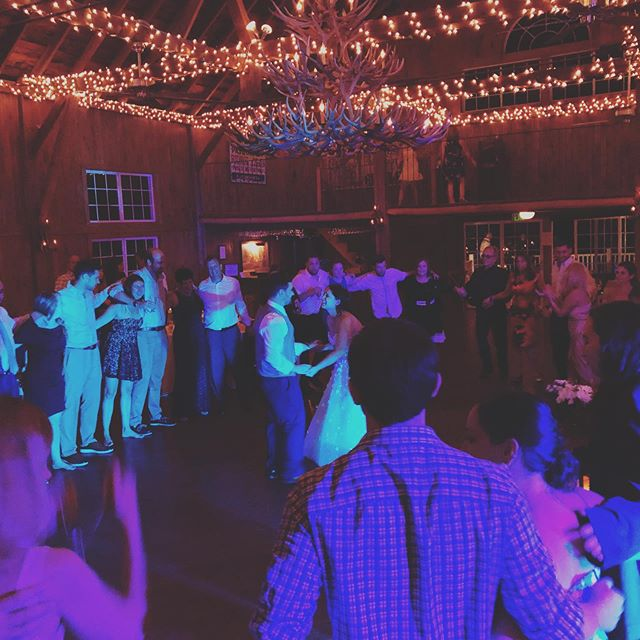 I love a last song of the night when everyone is still there and circles around the happy bride and groom. Congratulations Alex and Andrea!