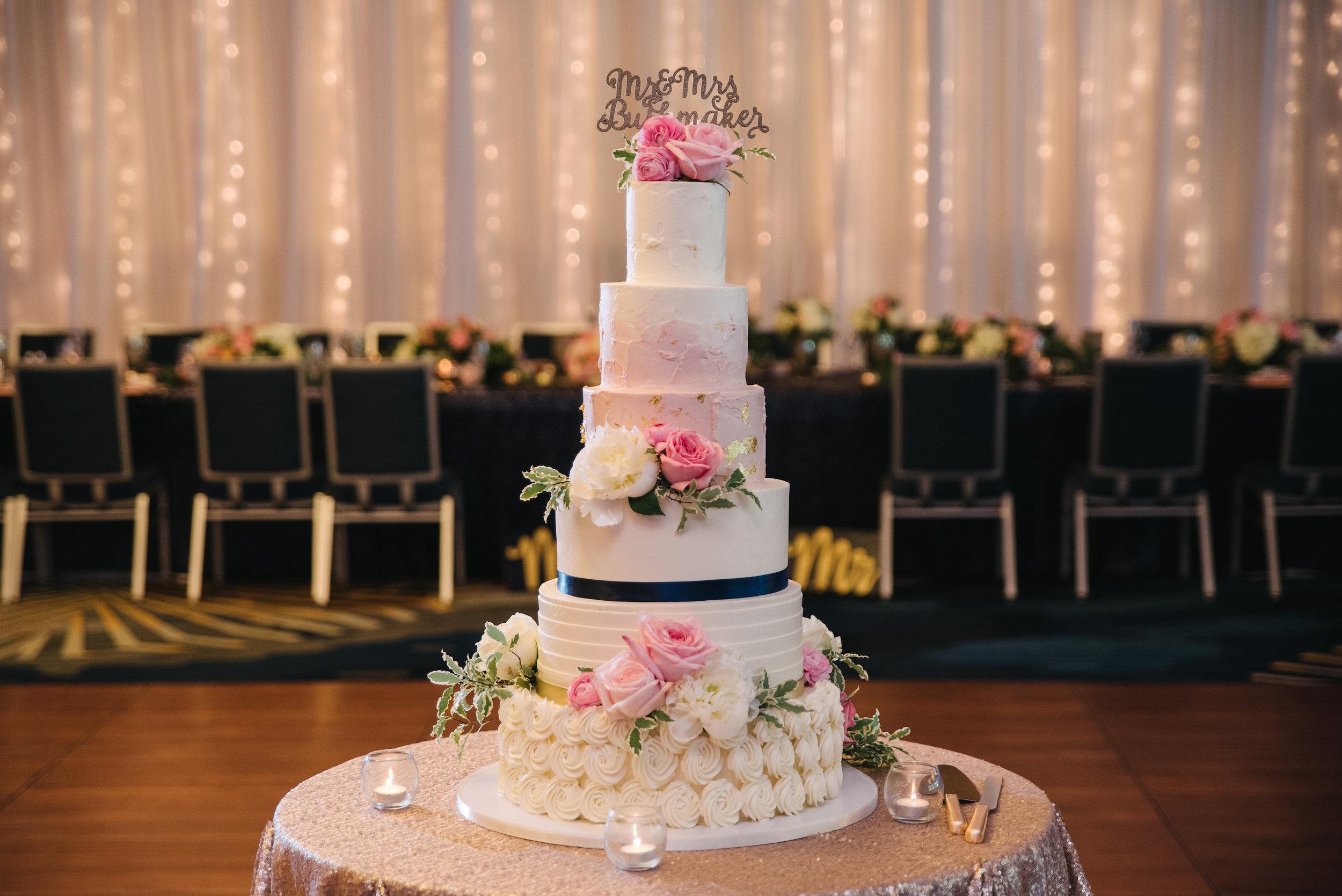 Photo credit: Ali Michelle Photography // Cake: Julie Michelle Cakes // Florist: Treasure Hut // Wedding Planning:   Graceful Events