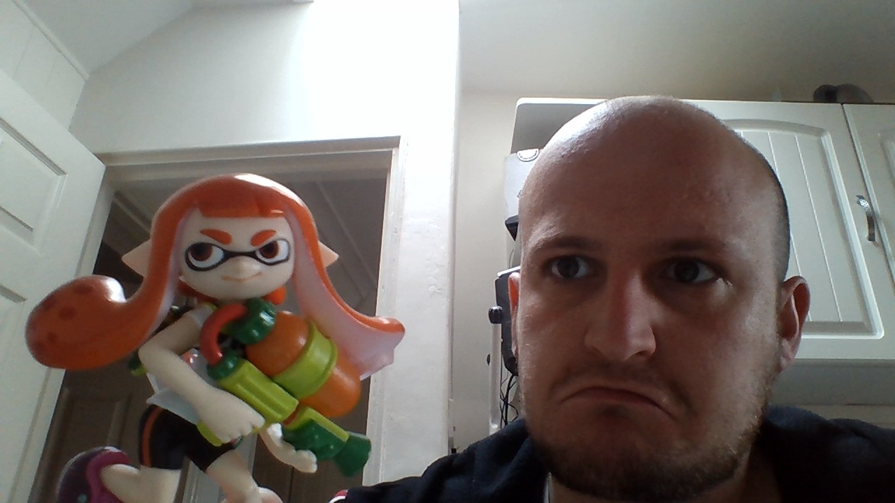 My name is Ross Kemp, an' I'm 'ere in Inkopolis where gang related violence is tearing the community apart. This young lass might look like a kid now, but before long she'll grow up to be another squid statistic.