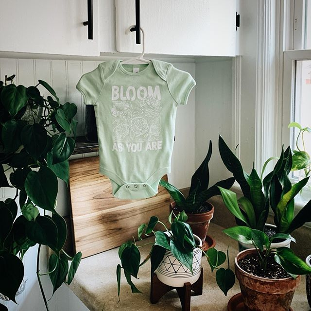 I *literally* cannot wait to see a baby in this onesie 🌱🌿 🌼 Restock coming @ you, 2:00 pm EST 🌼 We love to see all your faces, don't forget to tag us in your photos! If you are private, message us 🖤✨ . . . . #restock #handscreenprinted #handdrawn #shopsmall #limitedstock #mamabear #babybear #bloomasyouare #littlesprout #plantsplantsplants