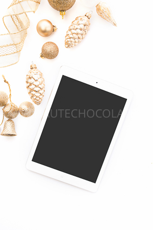 haute-chocolate-styled-holiday-stock-photos-mockups-9.jpg