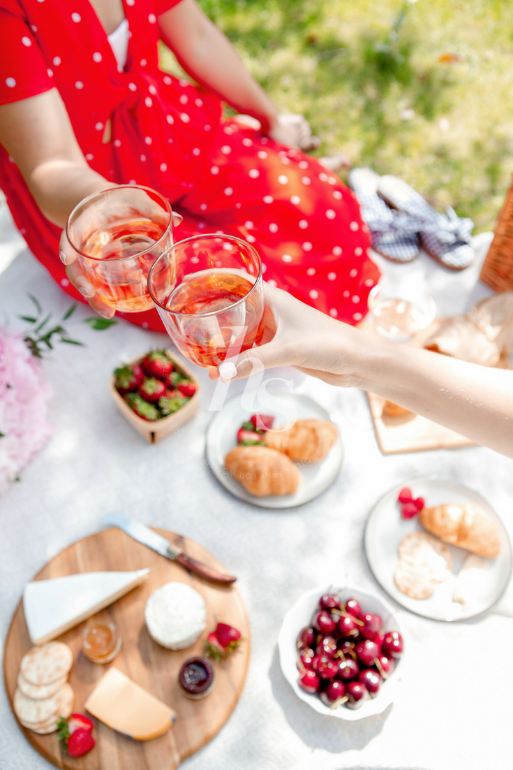 These summer picnic lifestyle images from Haute Stock are perfect for blog posts, social media and summer sales graphics. Members get instant access to the images in this collection!