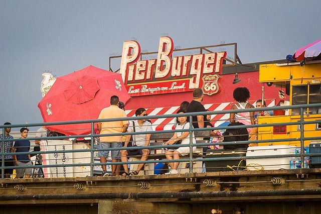 """If you're looking for the """"Last Burger on Land,"""" this seems to be the place to get it. Anyone know where I'll find the first burger on water?⠀ ⠀ ------------------------⠀ ⠀ #beachburger #beachfood #santamonicapier #santamonicabeach #santamonicasunset #santamonicalife #ferriswheels #boardwalks #sunsetbeach #beachwalk #beachmode #beachmood #beachmoments #socalbeaches #beachlifestyle #beachwalks #socalphotographer #socalshooters #socalshooter #socalliving #architecture #architecturelover #architecturephoto #architecturedetail #architecturedaily #buildingart #buildinglovers #buildingscape"""