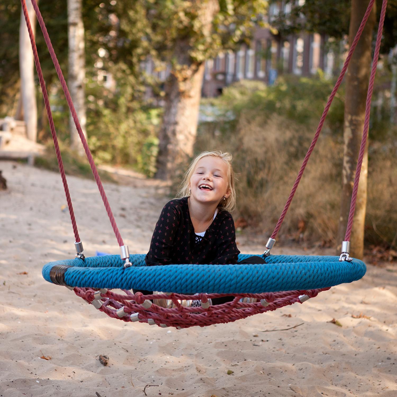 Ik ben Lena, 8 jaar. Ik houd van zingen maar vandaag ben ik een beetje verdrietig door een droom